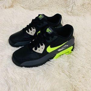 Nike Shoes - NEW Nike Air Max 90